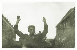 15 April 1945 - Vollenhove - Kerkplein - Picking up suspicious persons - H. J. Dikken 'de Balle', Bode/Municipal messenger