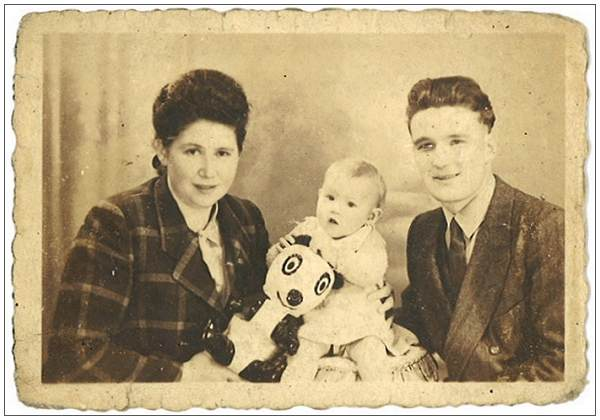 Belgium family (Underground) Pierre 'Pete', Ghislaine and Anne Marie - 20 Oct 1945, Brussels