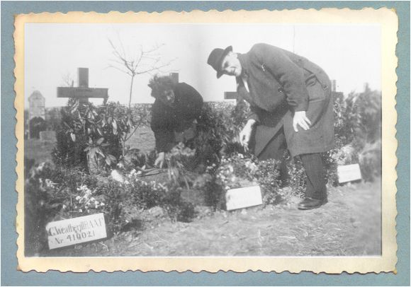 Mr. and Mrs. Cowell at the grave of their son - Vollenhove - 1947