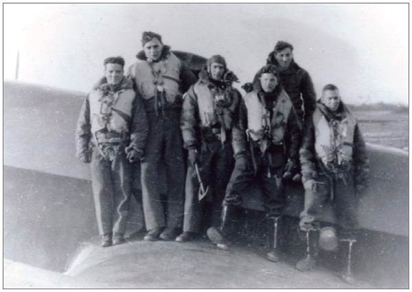 Crew Halifax Mk.II JB898 - EQ-Q - six members