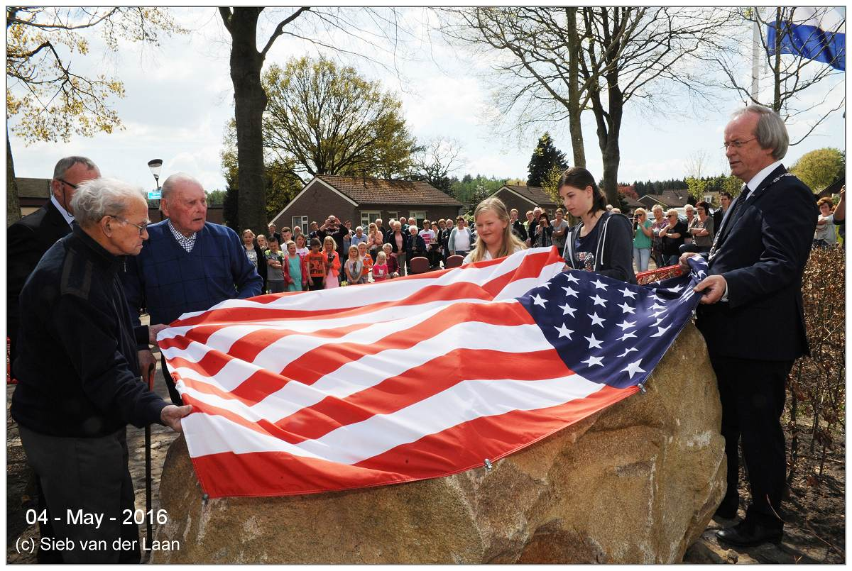 Unveilment B-17 memorial Darp - 04 May 2016 - photo by Sieb van der Laan