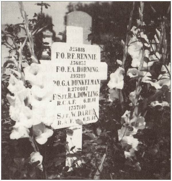 General Cemetery at Heerde - Old marker at collective grave 667 for five airmen - source Noordman - page 71