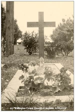 Gravemarker - Reynolds Flyer R.A.F. - 26 Jun 1946 - photo by Phil. van Tol