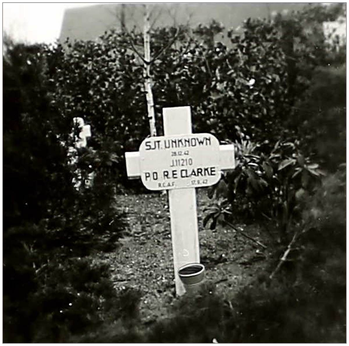 Gravemarker - Unknown Sgt and P/O. J/11210 - Robert Edward Clark(e) - RCAF