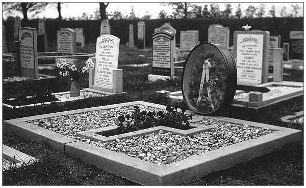 Graves - Bolsward Cemetery - 1945