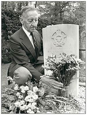 Hobday at grave of his pilot Les Knight