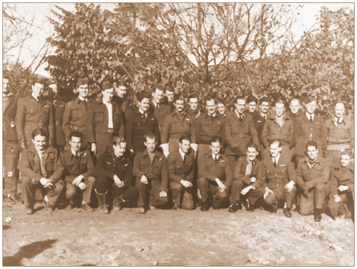 OFLAG XXI-B, Schubin/Szubin - P/O. Ronald George Moy Morgan - RAFVR - front row, 6th from the left
