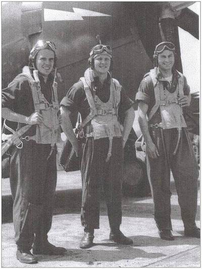Wm O'Barr (middle) With fellow pilots