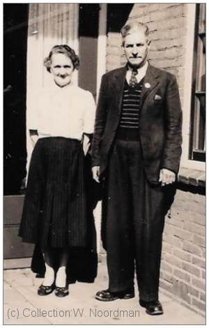 Albert and Gertrude Darby (parents) - visit Heerde - 19xx - collection W. Noordman