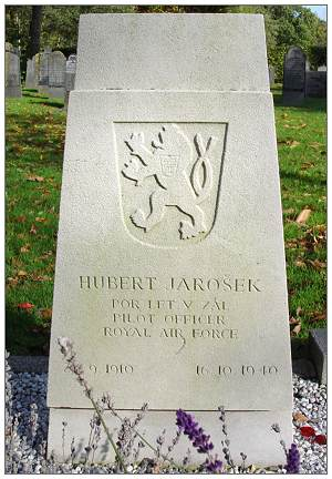 82605 - Pilot Officer - Navigator - Hubert Jarošek - headstone - 27 Sep 1910 - 16 Oct 1940