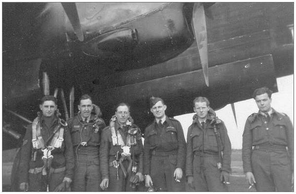 F/Sgt. Andrew Basil Reginald 'Reg' Airy with crew