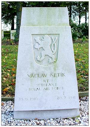 787211 - Sergeant - Václav Netík - headstone - 20 Sep 1910 - 20 Jul 1941