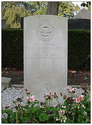 William 'Bill' Frank Tudhope - DFC - headstone - via Rob Kreukniet