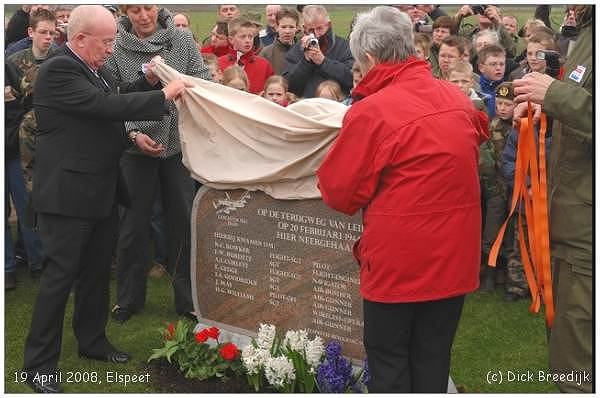 Monument - Lancaster JB609 - unveiled 19 Apr 2008 - photo by Dick Breedijk