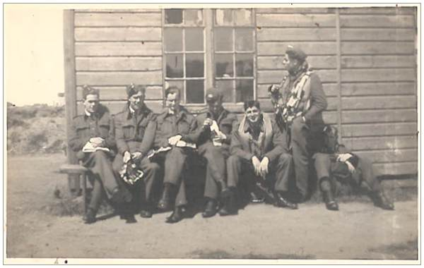 Wallace 'Wallis' Wallinger - 2nd left - with unknown