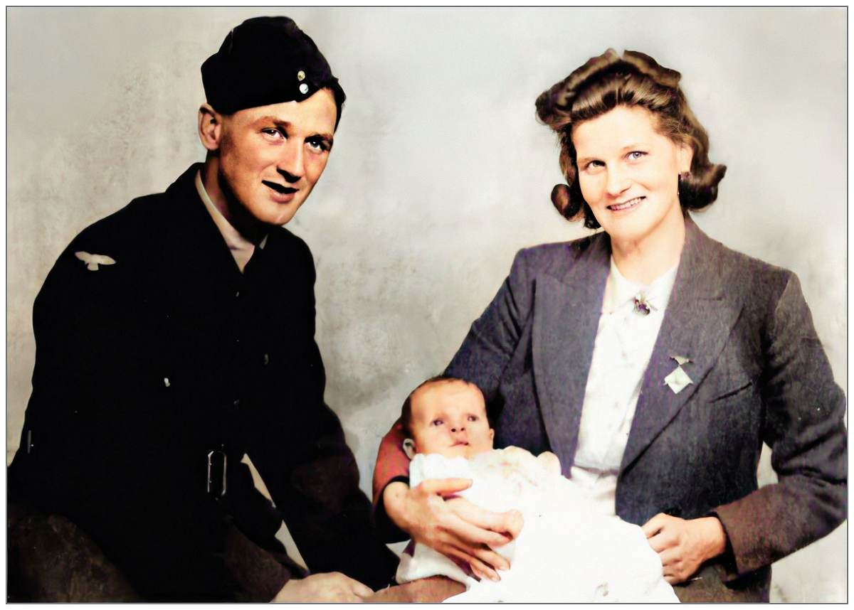 Sergeant Frederick Arthur Worsnop with his wife Ethel and son Michael