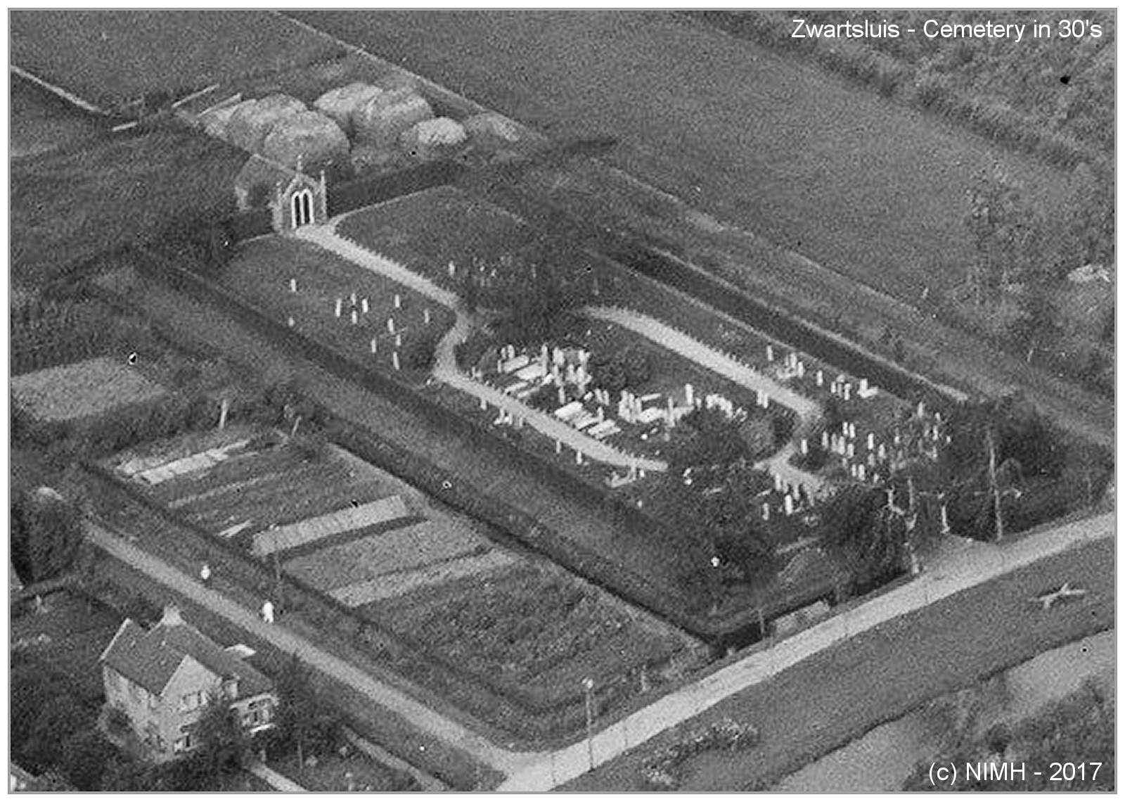 Cemetery Zwartsluis in the 30's - via NIMH
